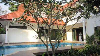 Single House With Private Swimming Pool Not So Far From Thonglor